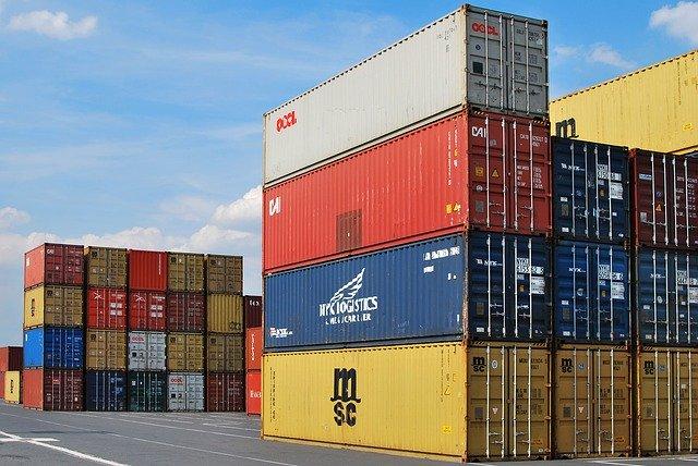 přepravní kontejnery